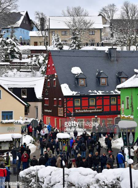 Visitors of the toy village Seiffen crowd in the centre of the small village During Advent Seiffen is considered a tourist magnet and attracts...