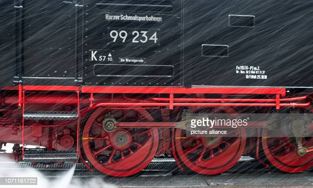 Snow drift surrounds the chassis of a locomotive of the Brockenbahn of the Harzer Schmalspurbahnen It remains wintry in the Harz Mountains Snow will...