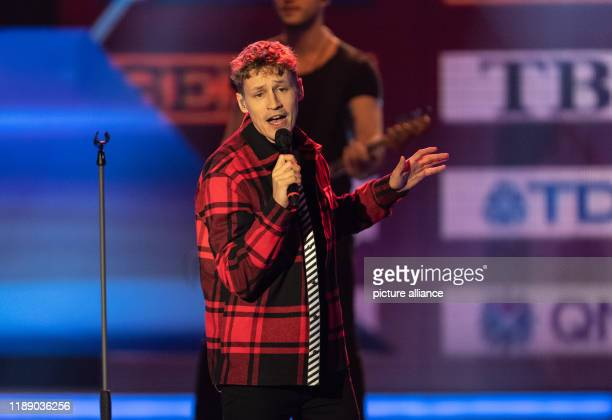"""December 2019, Baden-Wuerttemberg, Baden-Baden: Singer Tim Bendzko is on stage at the award ceremony for """"Sportswoman of the Year"""". Photo: Patrick..."""
