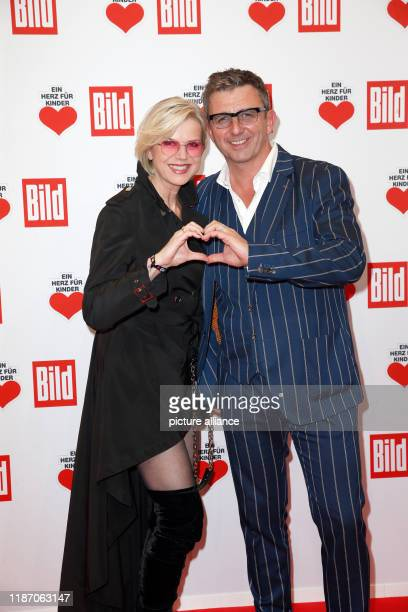 "December 2019, Berlin: Actor Hans Sigl and his wife Susanne Kemmler come to the annual benefit gala ""Ein Herz für Kinder"". At the show in Berlin, as..."