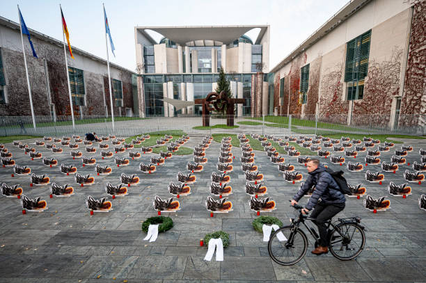 DEU: Bee Cemetery In Front Of The Chancellery
