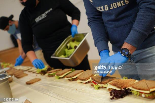 """December 2020, Berlin: At the cold aid project in """"Kreuzberger Himmel"""", packed lunches are prepared in Yorckstraße. Members of the refugee network..."""