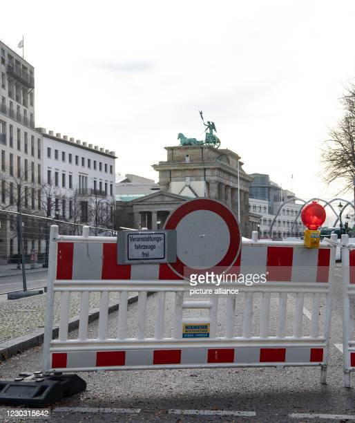 December 2020, Berlin: One access road to the Brandenburg Gate is closed. Around the Berlin landmark, the construction work for the digital New...