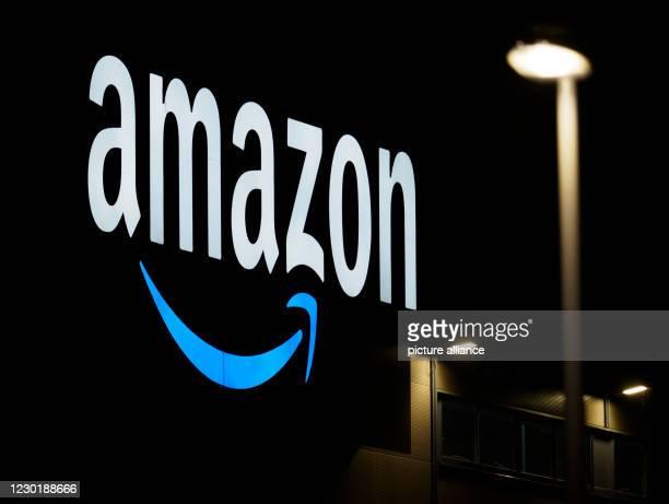December 2020, Brandenburg, Schönefeld/Ot Kiekebusch: The Brandenburg sorting centre of the mail order company Amazon. Incoming parcels are sorted...