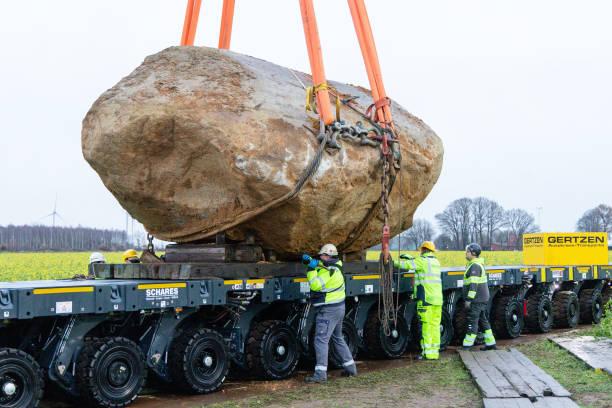 DEU: Lifting A 100 Tonne Stone For Transport