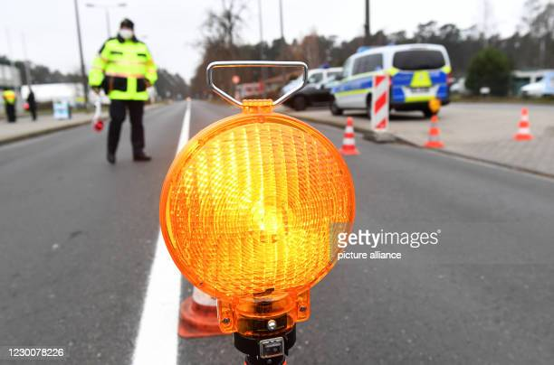 December 2020, Mecklenburg-Western Pomerania, Ahlbeck: A police officer of the Federal Police regulates the vehicle traffic in the direction of...