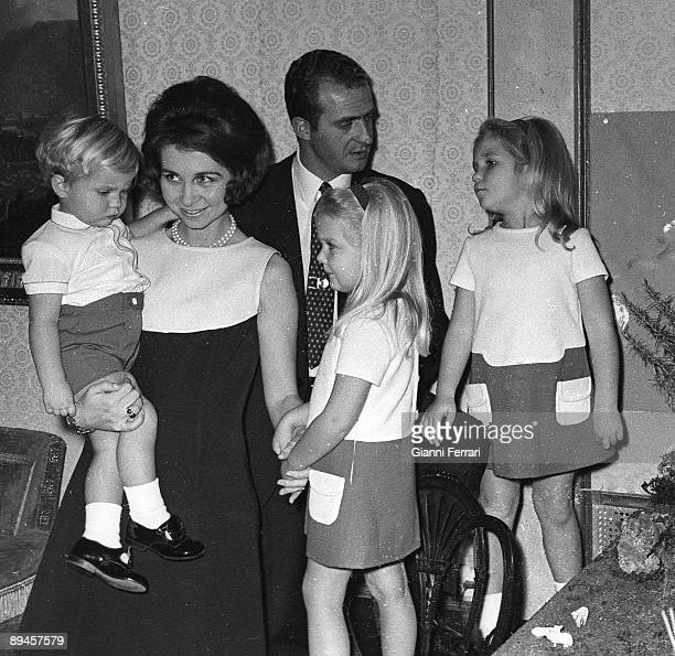 December 25 1969 Palace of the Zarzuela Madrid Spain The princes Juan Carlos and Sofia with their children Felipe Elena and Cristina on Christmas day