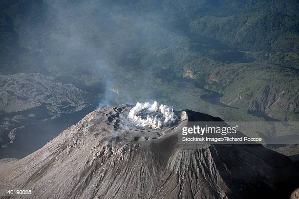 december 26, 2007 - eruption through ring fissure at summit of santiaguito dome complex, santa maria volcano, guatemala. - quetzaltenango stock-fotos und bilder