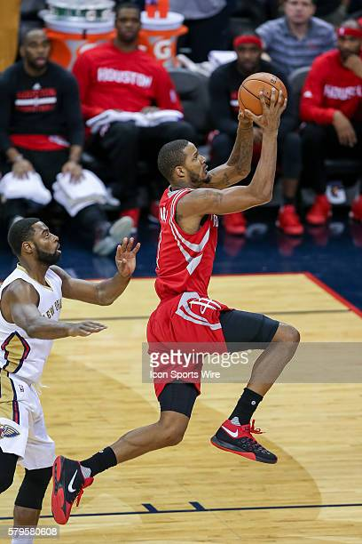 Houston Rockets forward Trevor Ariza drives to the basket during the game between the New Orleans Pelicans and the Houston Rockets at the Smoothie...