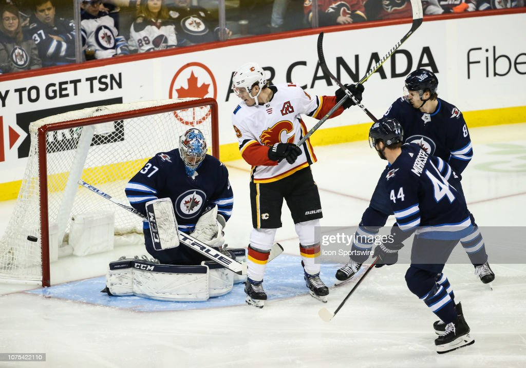NHL: DEC 27 Flames at Jets : News Photo