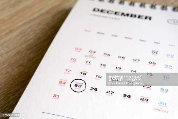 december calendar 25th circled - dezember stock-fotos und bilder