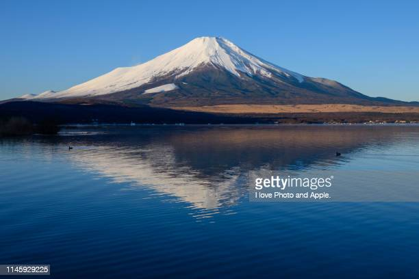december fuji scenery - yamanashi prefecture stock pictures, royalty-free photos & images