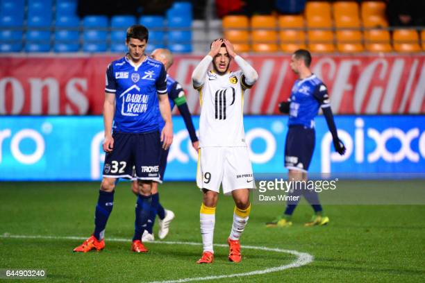 Deception Yassine BENZIA Troyes / Lille 14eme journee de Ligue 1 Photo Dave Winter / Icon Sport