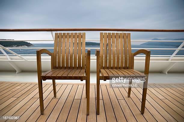 Liegestühle auf einem Kreuzfahrtschiff