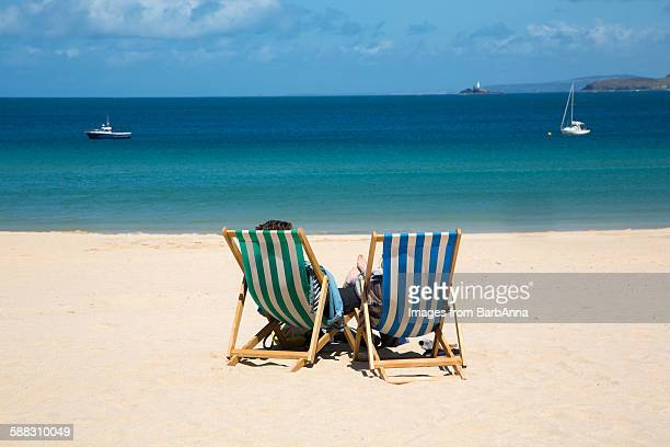 deck chairs on the ceach, st. ives, cornwall - st ives stock pictures, royalty-free photos & images