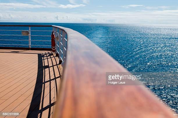 deck railing aboard cruise ship - ponte di una nave foto e immagini stock