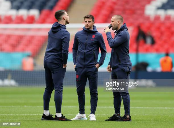 Declan Rice, Mason Mount and Luke Shaw of England speak as they inspect the pitch prior to the UEFA Euro 2020 Championship Round of 16 match between...