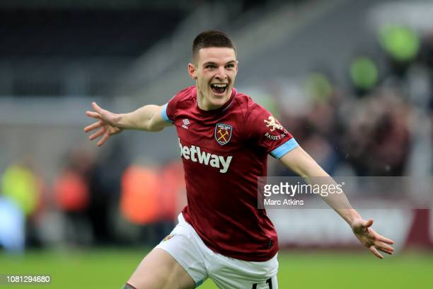 Declan Rice of West Ham United celebrates scoring the winning goal during the Premier League match between West Ham United and Arsenal FC at London...
