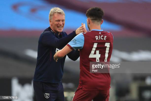 Declan Rice of West Ham United celebrates with David Moyes, Manager of West Ham United after scoring his team's third goal during the Premier League...