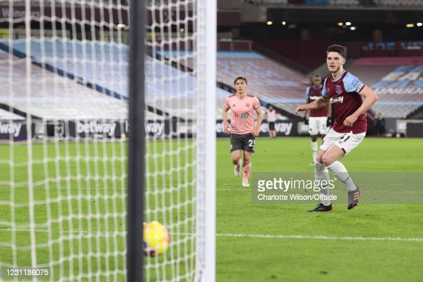 Declan Rice of West Ham United scores the opening goal from the penalty spot during the Premier League match between West Ham United and Sheffield...