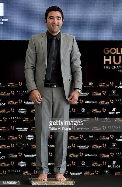 Deco leaves his footprints during the Golden Foot Ceremony Award on October 11 2016 in Monaco Monaco