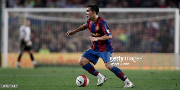Deco of Barcelona controls the ball during the Spanish League soccer match between Barcelona and Sevilla at the Nou Camp Stadium on September 22 2007...