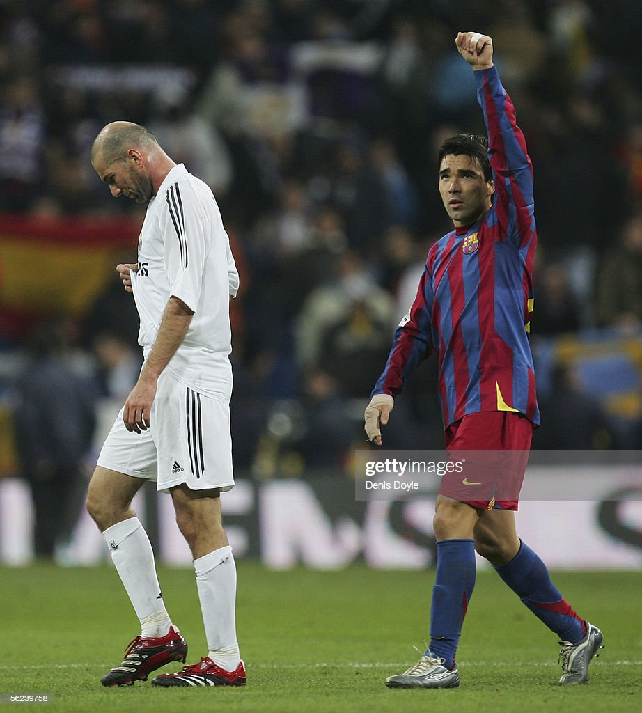 Deco (R) of Barcelona salutes fans beside a dejected Zinedine Zidane after Barcelona beat Real Madrid 3-0 in a Primera Liga match between Real Madrid and F.C. Barcelona at the Bernabeu on November 19, 2005 in Madrid, Spain.