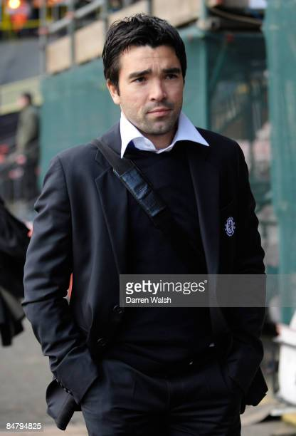 Deco of Chelsea arrives to the FA Cup sponsored by E.ON 5th Round match between Watford and Chelsea at Vicarage Road on February 14, 2009 in Watford,...