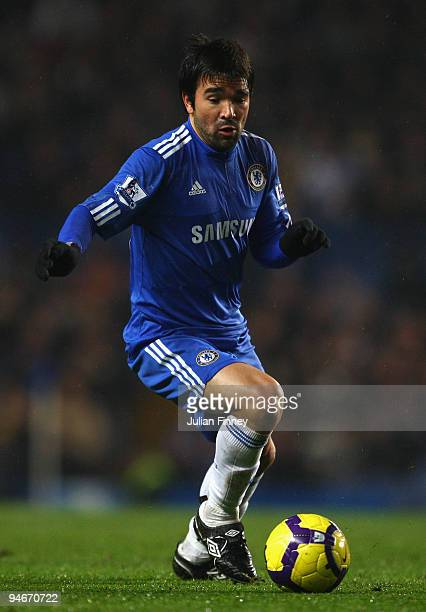 Deco of Chelsea in action during the Barclays Premier League match between Chelsea and Portsmouth at Stamford Bridge on December 16 2009 in London...