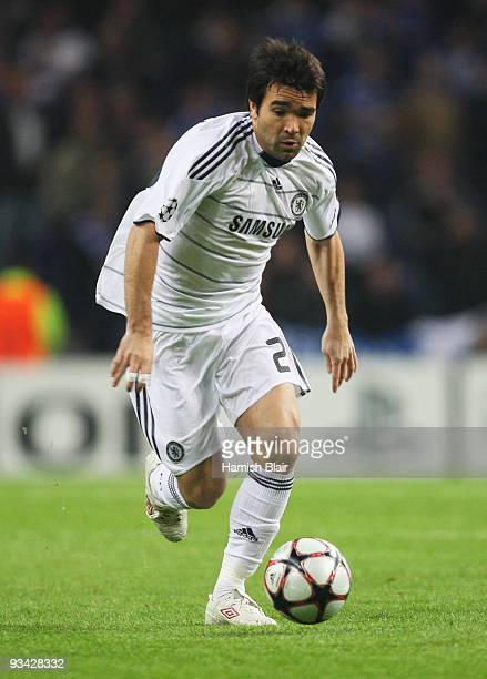 Deco of Chelsea in action during the UEFA Champions League Group D match between FC Porto and Chelsea at the Estadio Do Dragao on November 25 2009 in...