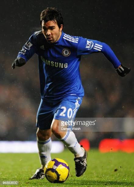 Deco of Chelsea runs with the ball during the Barclays Premier League match between Chelsea and Portsmouth at Stamford Bridge on December 16 2009 in...