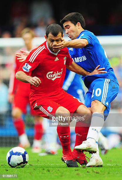 Deco of Chelsea tangles with Javier Mascherano of Liverpool during the Barclays Premier League match between Chelsea and Liverpool at Stamford Bridge...