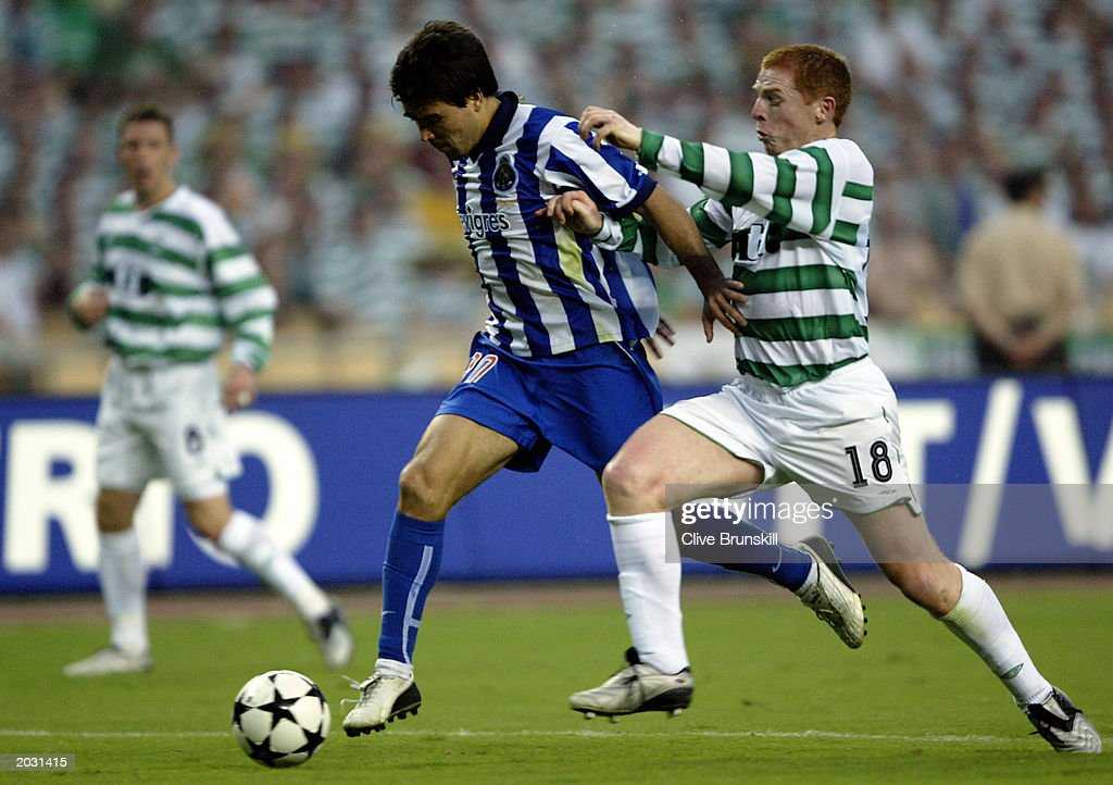 Deco of FC Porto and Neil Lennon of Celtic : News Photo