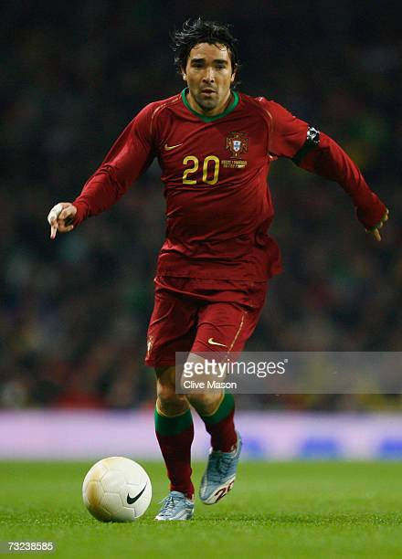 Deco of Portugal in action during the International friendly match between Brazil and Portugal at the Emirates Stadium on February 6 2006 in London...
