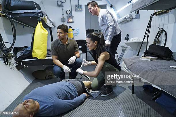 Decompressed When a deep sea diver is murdered on the job his body and suspected coworkers must remain in a hightech decompression chamber for four...