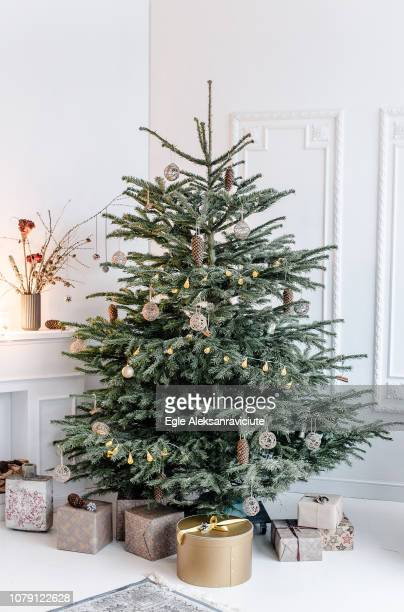 decorated christmas tree - traditionally scandinavian stock pictures, royalty-free photos & images