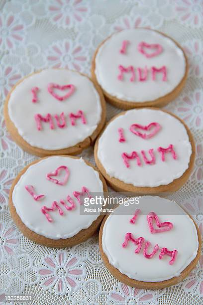 decorated cookies - muttertag herz stock-fotos und bilder