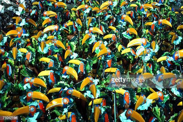decorated crowd (view from above) - karneval von rio de janeiro stock-fotos und bilder