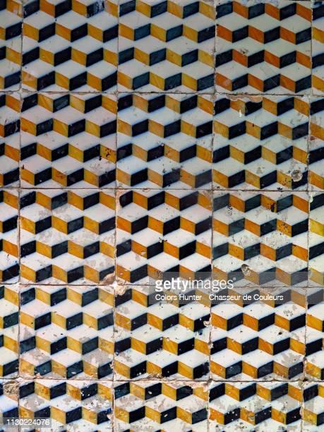 decorated wall of portuguese ceramics azulejos - suelo embaldosado fotografías e imágenes de stock