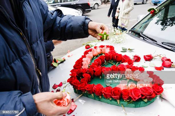 """decorating a """"just married car"""" - car decoration stock pictures, royalty-free photos & images"""