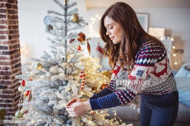 decorating christmas tree - ornato foto e immagini stock