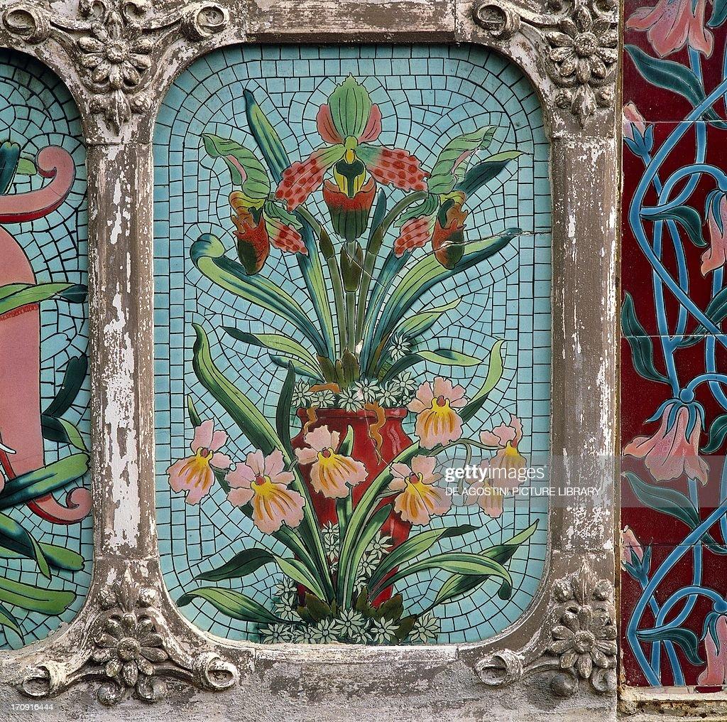 Decoration Art Nouveau floral motifs... Pictures | Getty Images