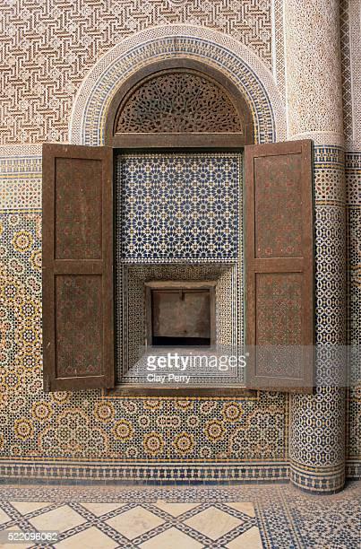 decorative plasterwork and inlay at telouet kasbah in morocco - telouet kasbah photos et images de collection
