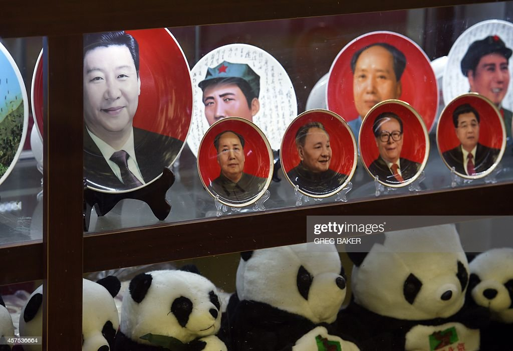 Decorative plates featuring Chinese leaders (L-R) current President Xi Jinping Mao Zedong Deng Xiaoping Jiang Zemin and Hu Jintao are seen above a row of ...  sc 1 st  Getty Images & Decorative plates featuring Chinese leaders (L-R) current President ...