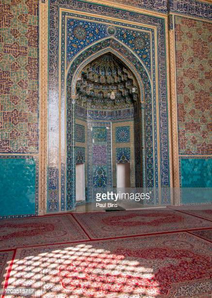 decorative wall decoration made of tiles in the famous jame mosque in yazd, iran. - アラベスクポジション ストックフォトと画像