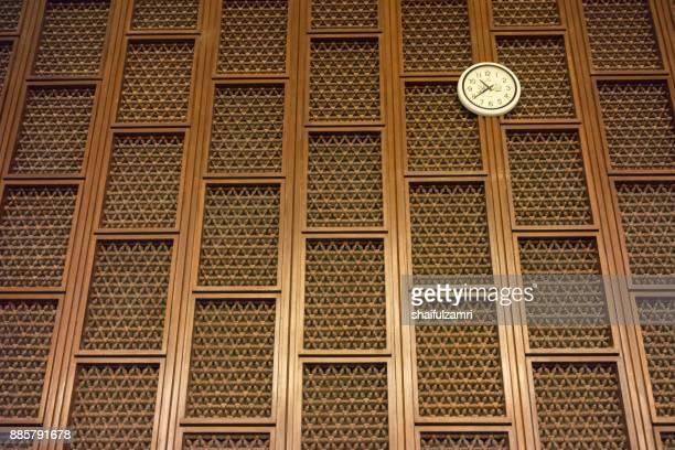 decorative walls with clock hanging at blue mosque - shaifulzamri 個照片及圖片檔
