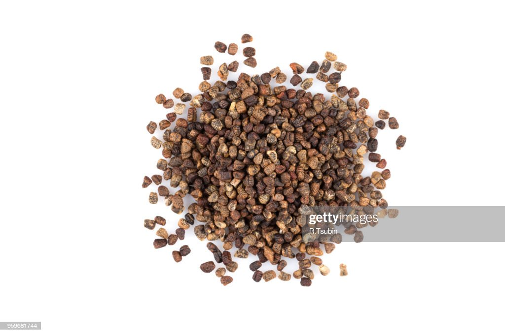 Decorticated cardamom seeds pile on a white background : Stock-Foto