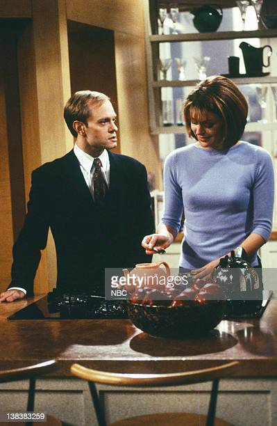 FRASIER 'Decoys' Episode 16 Pictured David Hyde Pierce as Dr Niles Crane Jane Leeves as Daphne Moon