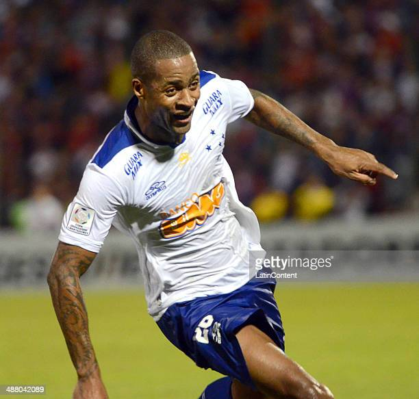 Dede of Cruzeiro celebrates a scored goal during a match between Cerro Porteno and Cruzeiro as part of the second leg of round of sixteenth of Copa...
