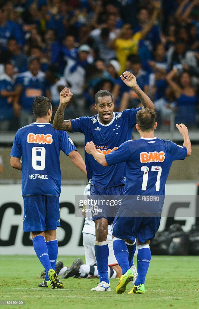 Dede of Cruzeiro celebration during the match between Cruzeiro v Cerro Porteno for the Copa Briedgestone Liberators 2014 at Mineirao stadium on april 16, 2014 in Belo Horizonte, Brazil.